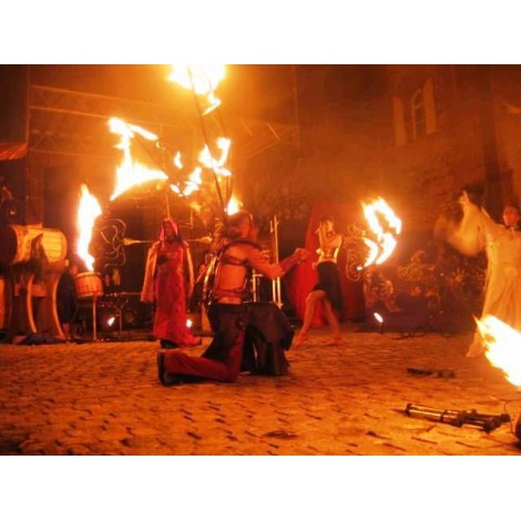 spectacle de rue avec du feu