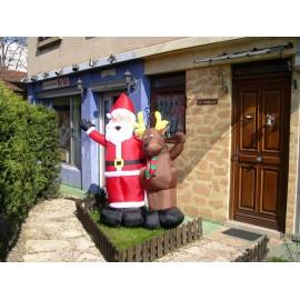 Père Noël et son renne gonflable décoration