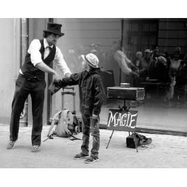 Magicien de rue et méga illusion