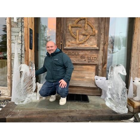 sculpture de glace à la croix du sud à Courchevel
