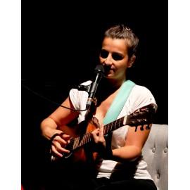 Chanteuse en solo - Guitare et Voix Lyon - Animation musicale